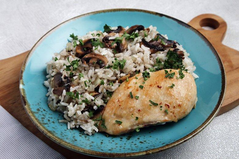 Pilaw-Reis mit Huhn und Pilzen