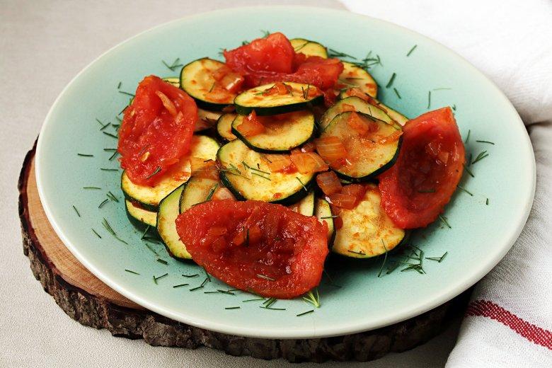 Einfaches Zucchinigemüse