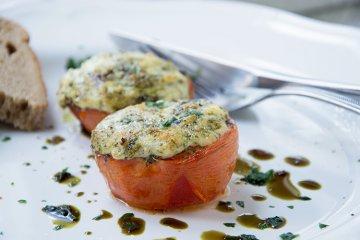Tomaten gefüllt mit Blauschimmelkäse