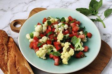 Blumenkohlsalat mit Tomaten