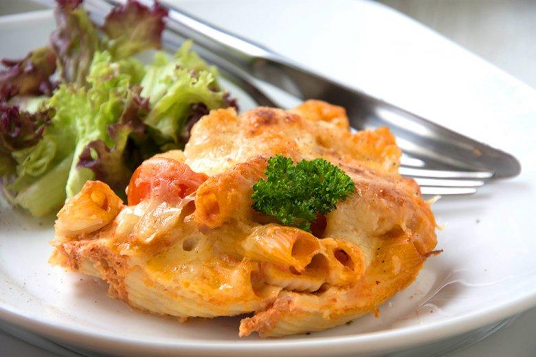 Tomatennudeln mit Käse überbacken