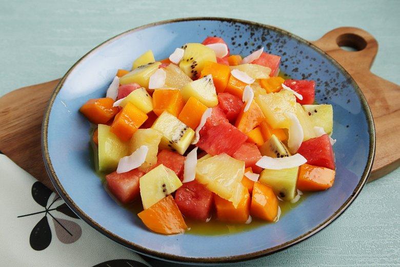 Obstsalat mit exotischen Früchten