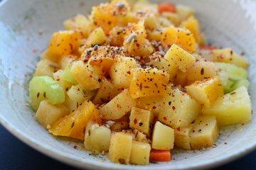 Bunter Kartoffelsalat mit Obst