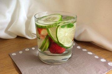 Erdbeeren-Gurken-Wasser