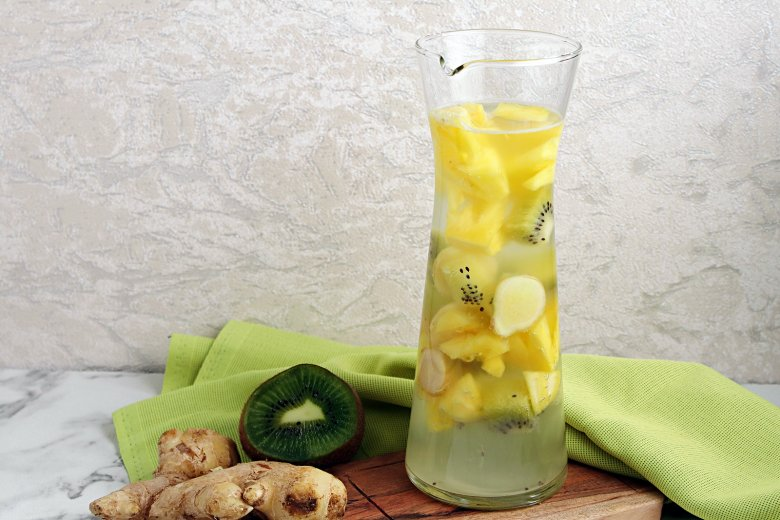 Ananas-Kiwi-Wasser