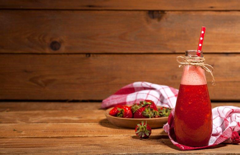 Altbierbowle mit Erdbeeren
