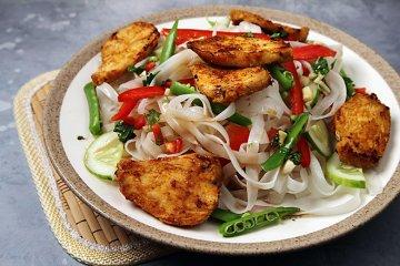 Nudelsalat nach asiatischer Art