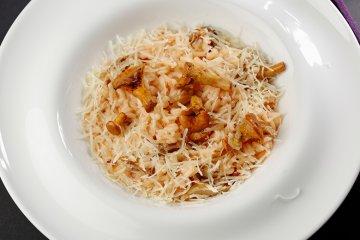 Pfifferling-Risotto mit Parmesan