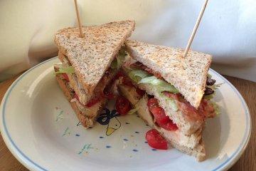 Hähnchen Club-Sandwich