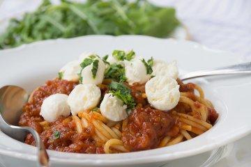 Spaghetti mit Tomate-Mozzarella