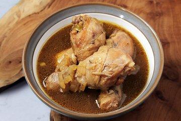 Hühnerkeulen in Rotwein