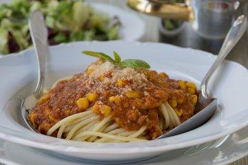 Spaghetti mit Tomaten-Mais-Sauce