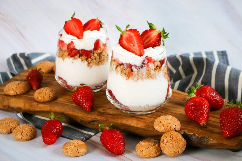 Joghurt-Quarkcreme mit Erdbeeren