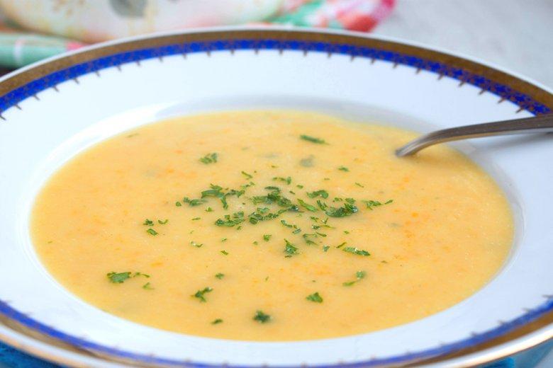 Cremesuppe mit Wurzelwerk