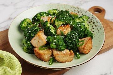 Brokkoli mit Tofu