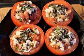 Mozzarella-Cocktail in Tomaten