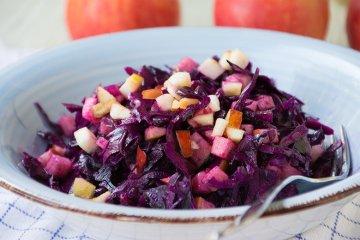 Rotkohlsalat mit Apfel