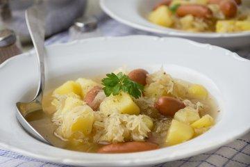 Sauerkrauteintopf mit Würstchen