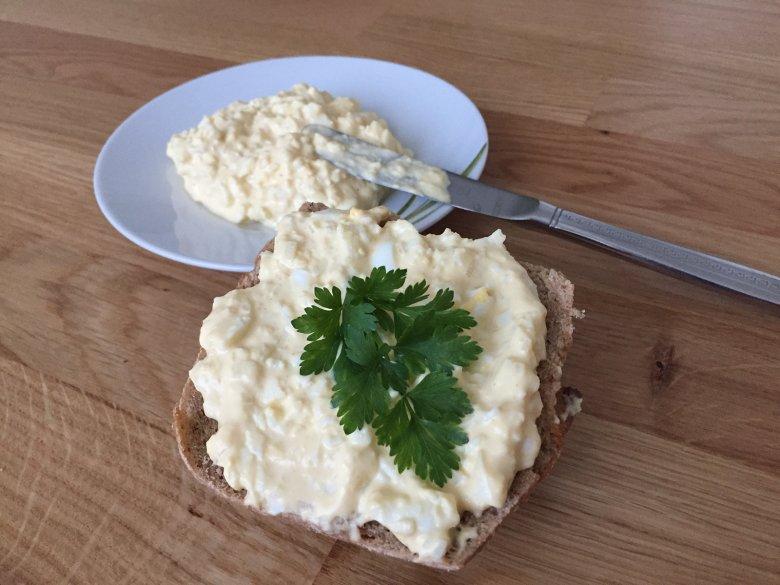 Einfacher Eiaufstrich mit Mayonnaise