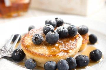 Buttermilch-Pancakes mit Blaubeeren