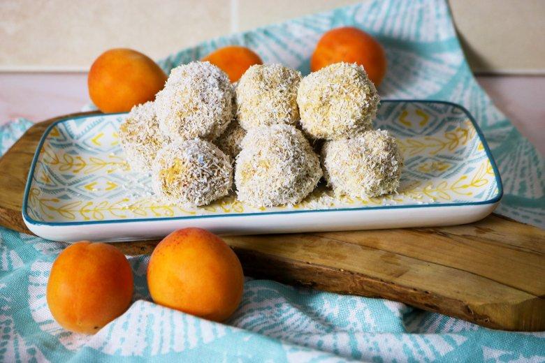 Aprikosenkugeln mit Kokos