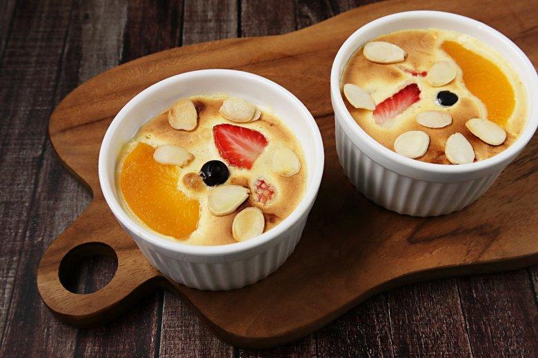 Früchte unter Quark Gratin