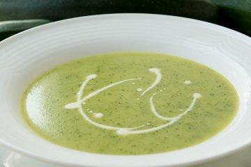 Zucchinicremesuppe mit Frischkäse