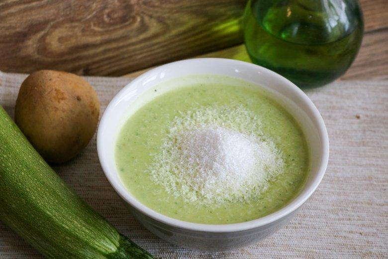 Zucchinicremesuppe mit Kokosmilch