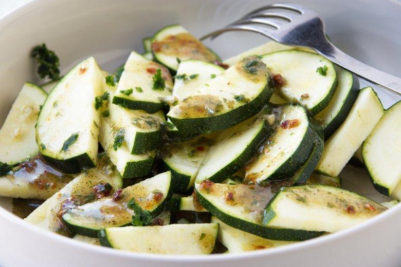 Einfaches Dressing für Zucchinisalat