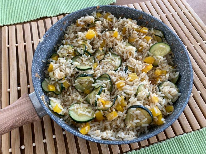 Gebratener Reis mit Mandeln