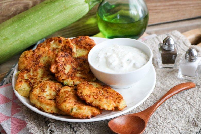 Griechische Zucchini-Frikadellen