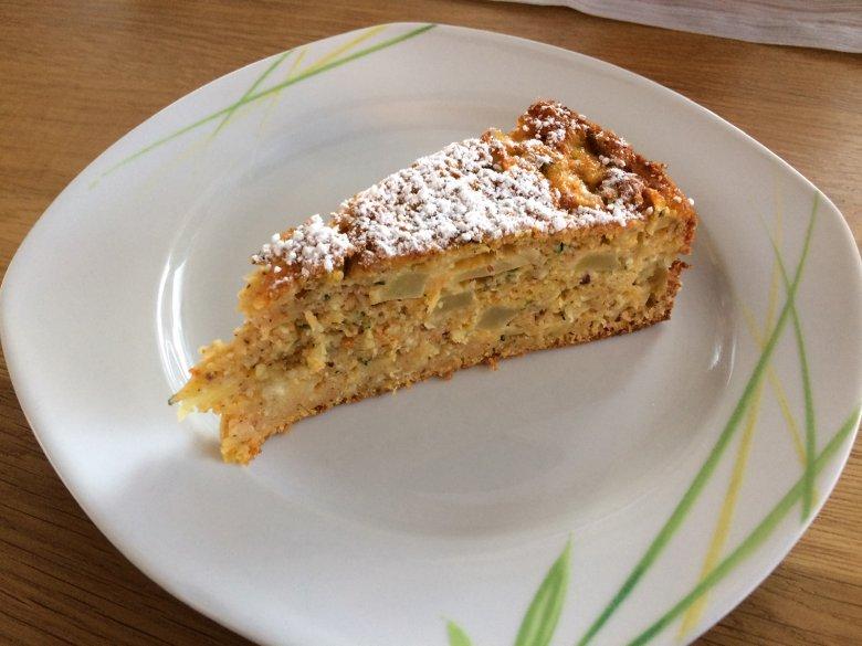 Möhren-Zucchini-Apfel-Kuchen