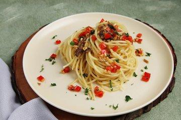 Spaghetti mit Sardellen