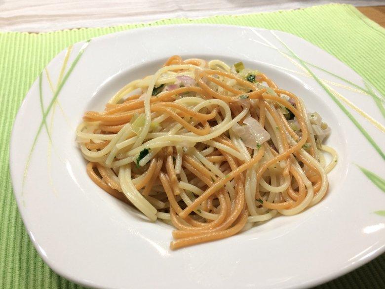 Spaghetti mit Lauch und Zwiebeln