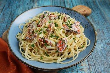 Spaghetti mit heller Muschelsauce