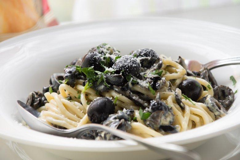 Spaghetti an Olivensauce