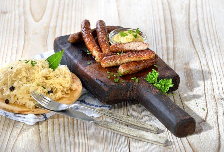 Nürnberger Rostbratwürste mit Sauerkraut