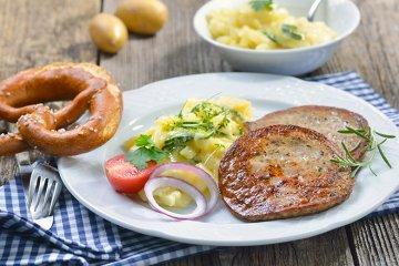 Gebratene Milzwurst mit Kartoffelsalat