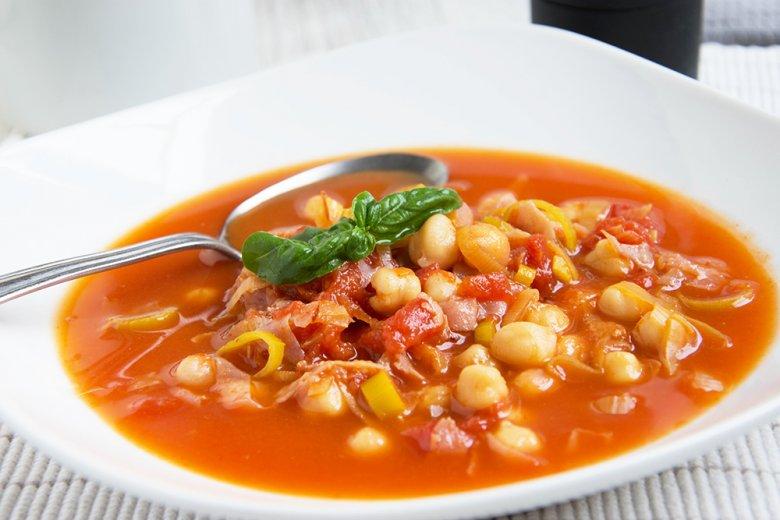 Bunte Suppe mit Kichererbsen