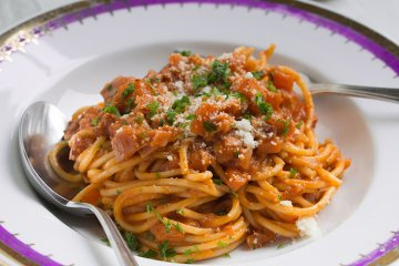 Nudeln mit Schinken-Tomatensauce