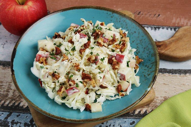 Spitzkohl-Apfel-Walnuss-Salat