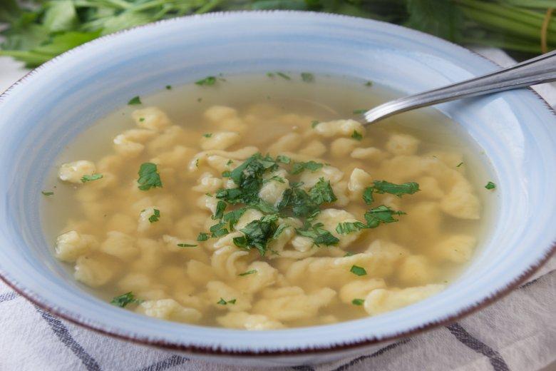 Suppe mit Teigkrumen