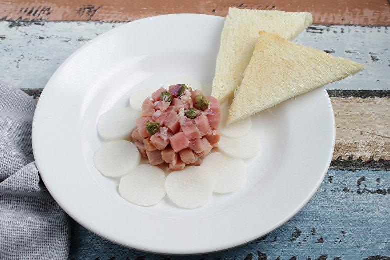 Thunfischtatar mit Kapern