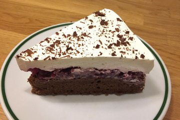 Sahne-Kirsch-Torte