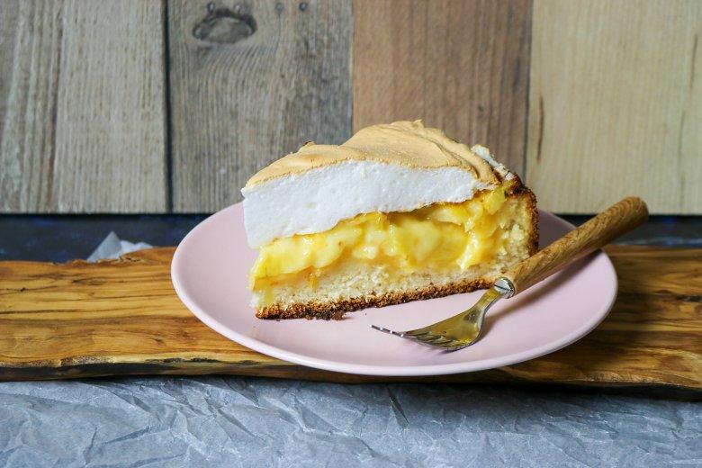 Ananas-Baiser-Torte