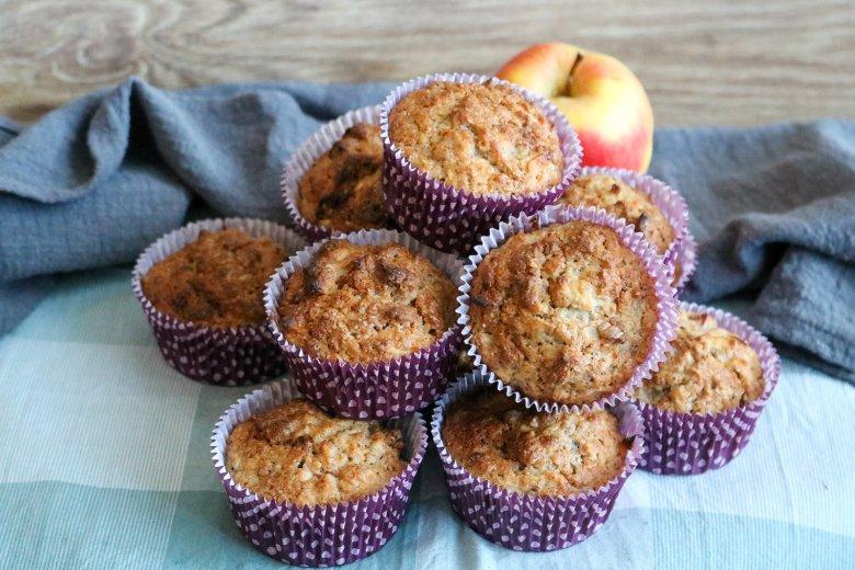 Zimtmuffins mit Äpfeln und Nüssen