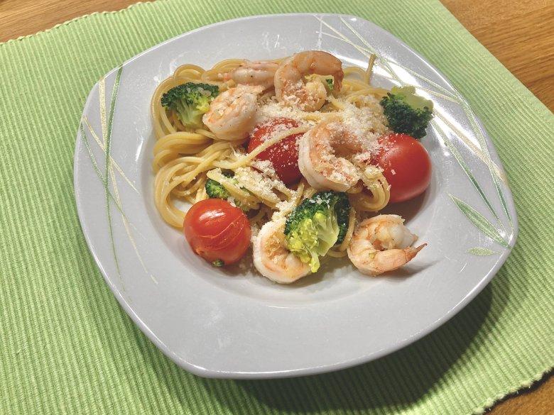 Spaghetti mit Brokkoli und Garnelen