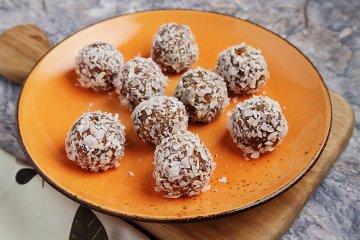 Kokoskugeln mit Chiasamen