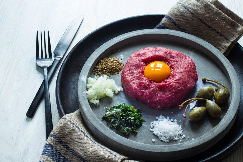 Beef Tatar mit Ei