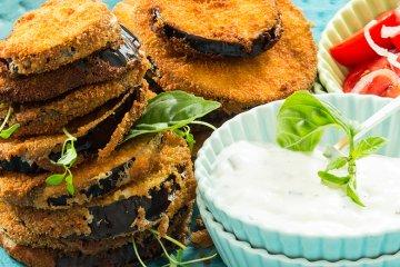 Frittierte Auberginen mit Joghurt-Dip